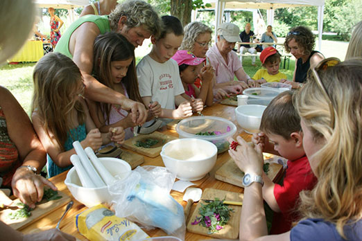 Kinder Kräuter-Werkstatt im Möglinger Kräutergarten