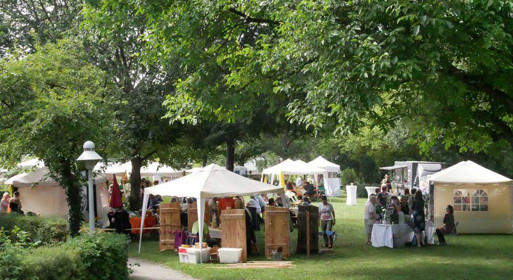 Fest im Park rund um den Kräutergarten